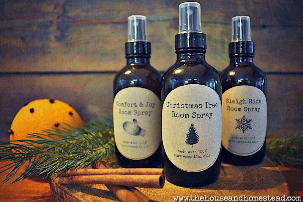 These diy Christmas room sprays with essential oils make a quick and easy gift and are an all-natural way to make your house smell great for the holidays. #diychristmasroomsprays #diyroomspray #homemaderoomspray #homemadeairfreshener #homemadechristmasgifts
