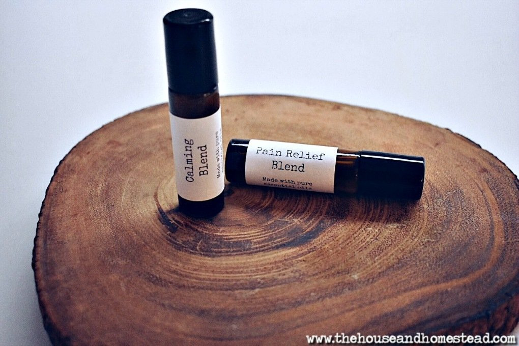 20+ essential oil rollerballs for fall and winter. Includes essential oil rollerball recipes specifically tailored for the fall, winter and holiday season, but can be used all year round! #essentialoilblends #essentialoilrollerballs #diyrollerballs #essentialoilchristmasgifts #homeremedies