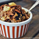 Homemade oatmeal is an easy, frugal, hearty and delicious breakfast to start your day off right. This apple cinnamon raisin oatmeal will fill you up and fuel you up for whatever the day brings! #homemadeoatmeal #oatmealrecipes #applecinnamonoatmeal #frugalbreakfast #frugalmealideas