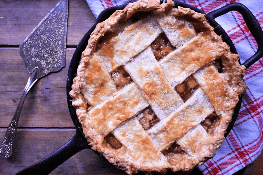The key to any good pie is a perfect, flaky pie crust. This all-purpose pie crust is buttery and flaky and goes great with both sweet and savoury pies. And it's as easy as pie to whip together from scratch:) #flakypiecrust #allpurposepiecrust #piecrustrecipe #homemadepiecrust #homemadeflakypiecrust