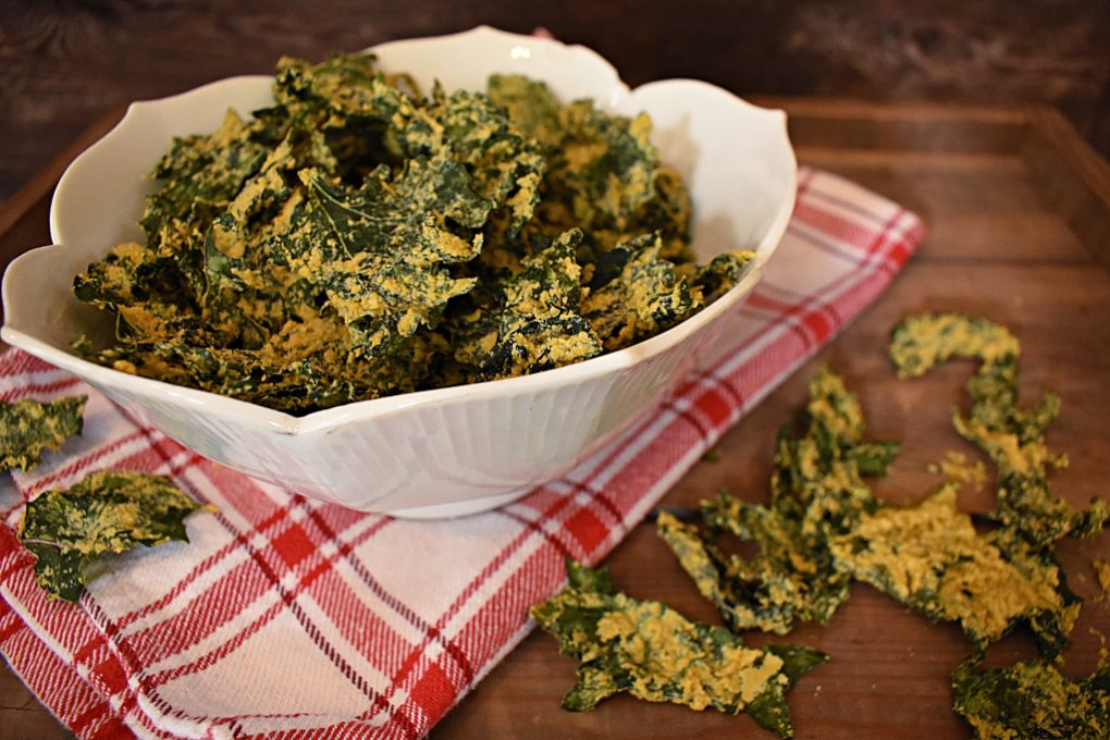 "Homemade ""Cheesy"" Kale Chips: Dehydrator & Oven Instructions"