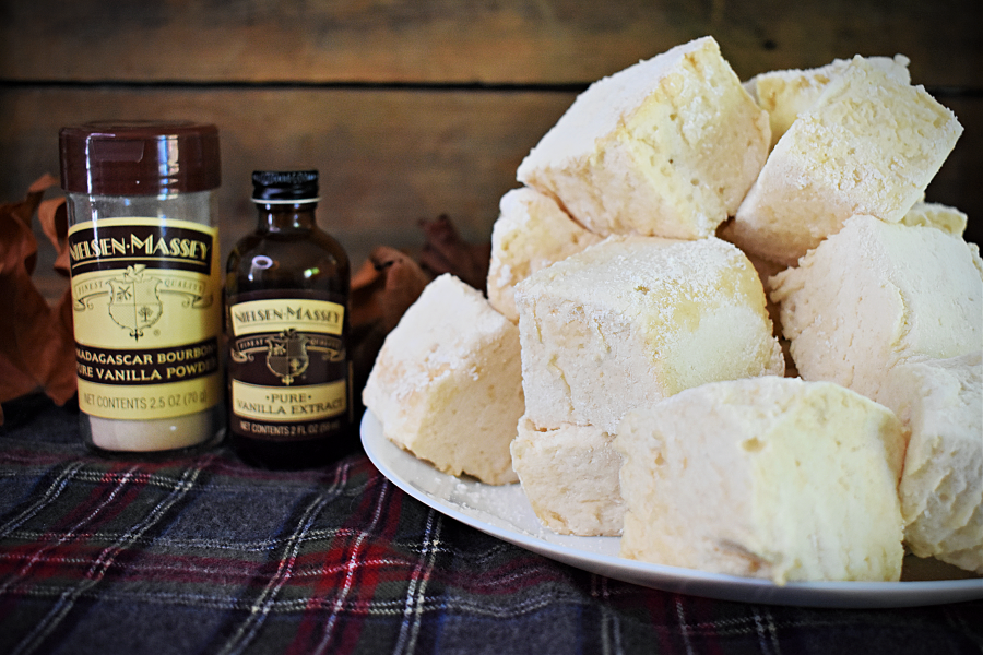 Skip the junk in store-bought marshmallows and make your own homemade marshmallows with all-natural vanilla extract and maple syrup instead! #homemademarshmallows #marshmallowswithmaplesyrup