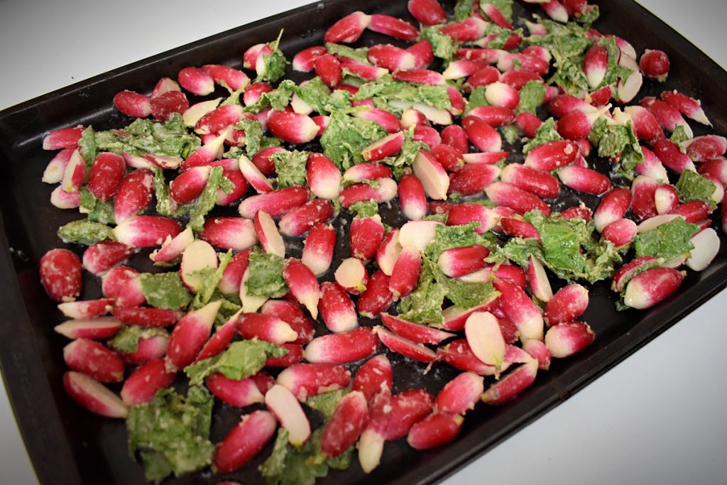 Whether or not you love fresh radishes, these roasted radishes with honey butter and thyme are a crowd pleaser! #roastedradishes #radishrecipes